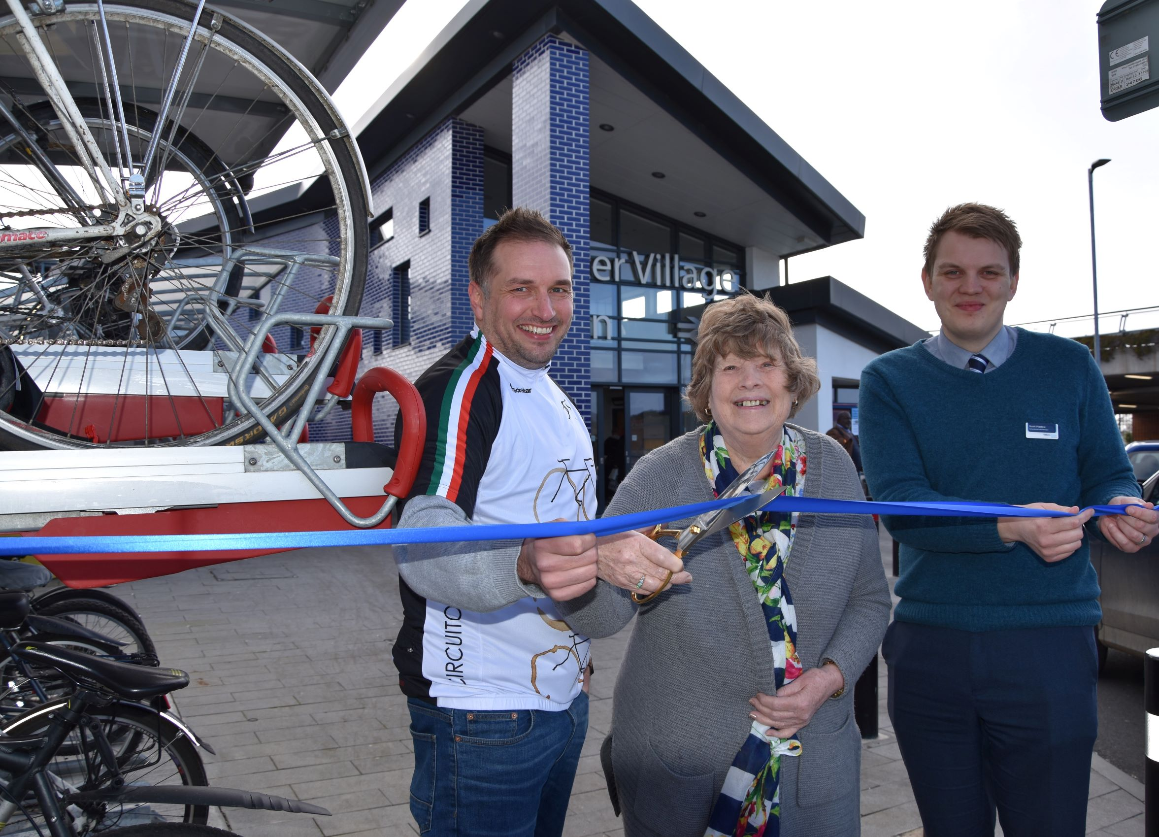 Chiltern Railways unveil new bike racks  at Bicester Stations