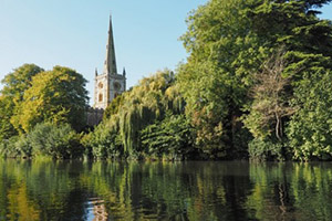 Travel to the Holy Trinity Church with Chiltern Railways