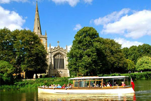 Go boating in Stratford-upon-Avon with Chiltern Railways