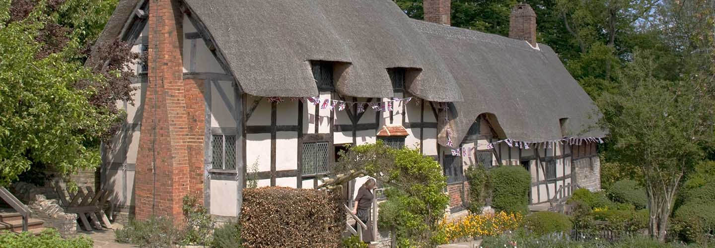 Flock to Anne Hathaway's Cottage and Gardens with Chiltern Railways