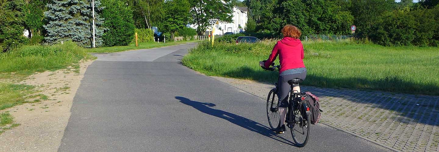 Find out about cycling options to and from train stations